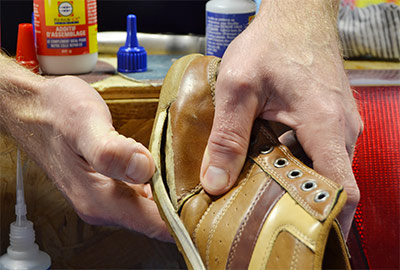 Recoller une semelle de chaussure colle Repar-ex